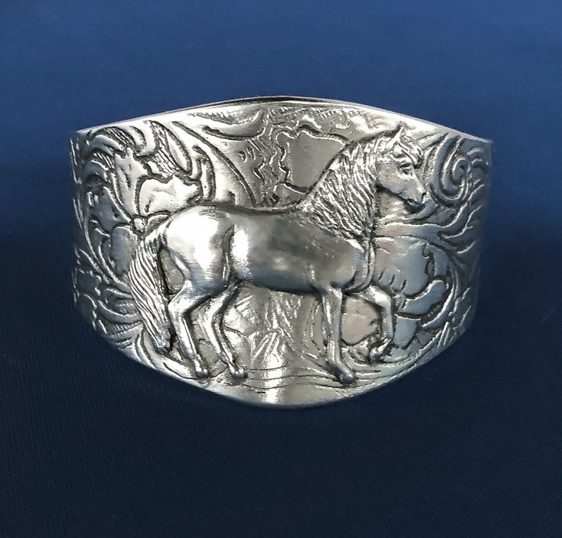 Paso Fino Horse in gait on bracelet with tooled pattern image 0
