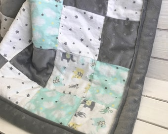 Large Elephant Patchwork Quilt - Stars Blanket -  Elephant  and Star Quilt - Baby Shower Gift - Baby Blanket - Baby Quilt - Elephants