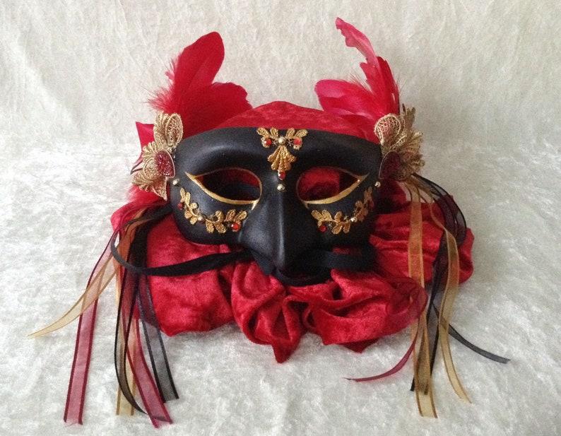 /'Black beak/' Traditional handmade mask Eye mask lace, feathers