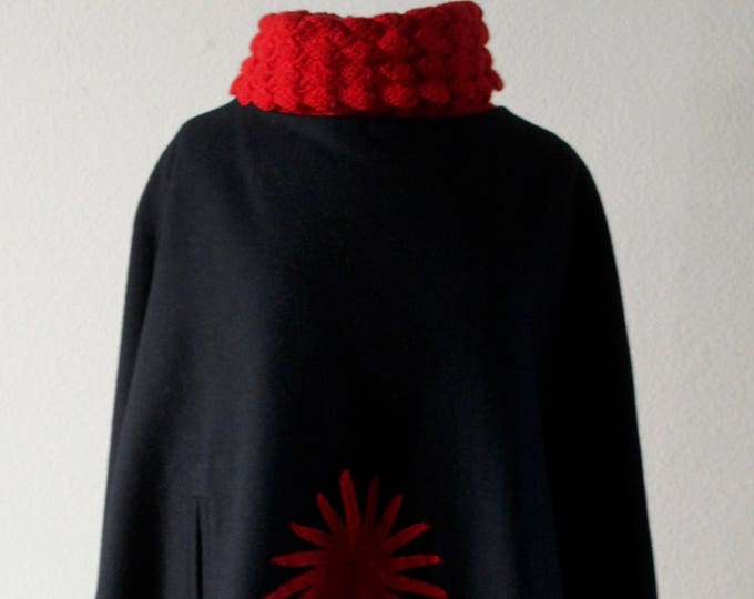 "Vintage 1960s Stylish ""Folklore"" Poncho Made In Ecuador"
