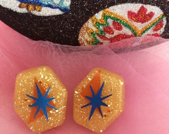 Atomic Star and Glitter Lucite Earrings