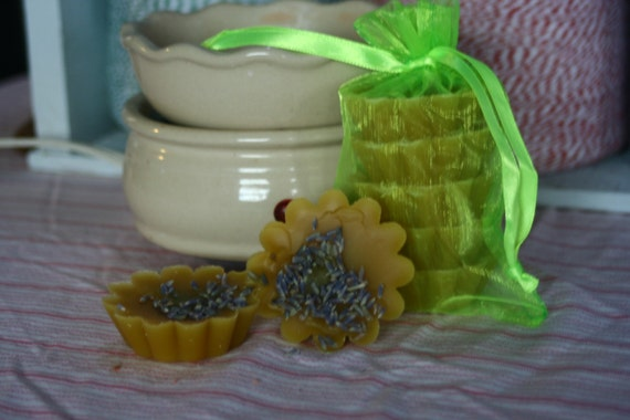 Made with Organic Beeswa- Melts Lavender essential oil & buds 4 ozs