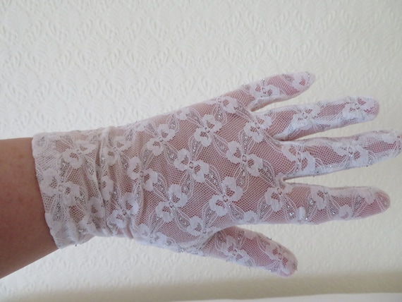 Vintage White Stretch Nylon Lace Wrist Gloves with
