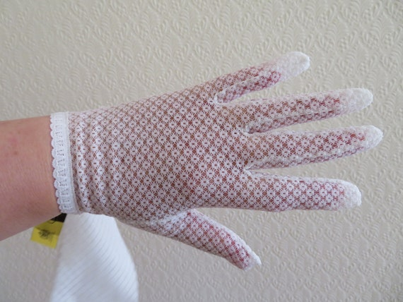 Vintage White Stretch Nylon Lace Wrist Gloves by C