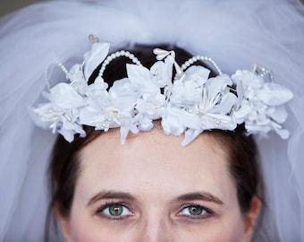 Vintage 1970's White Silk Flower & Faux Pearl Tiara/Crown/Halo  - Bridal/Wedding
