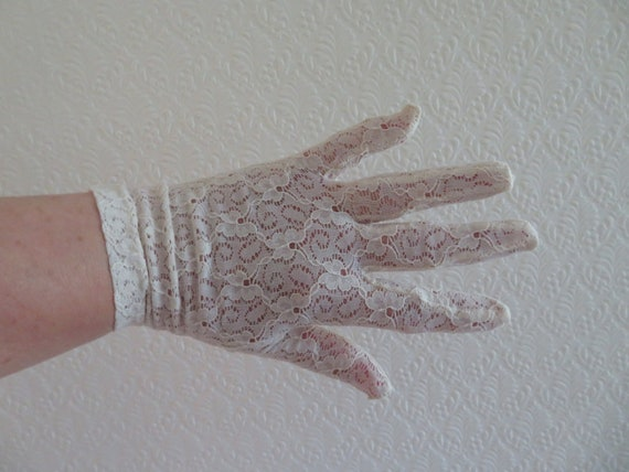Vintage Dark Ivory/Cream Stretch Nylon Flower Lace