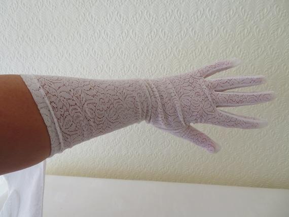 Vintage White Stretch Nylon Lace Wrist Gloves - 19