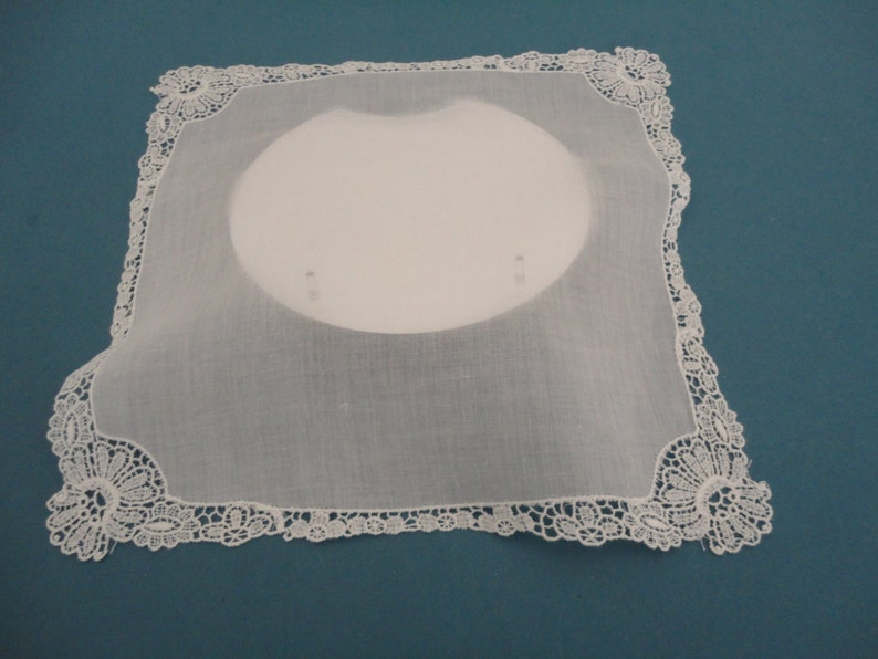 Vintage White HankieHandkerchiefHanky with Pretty White Flower Lace Border BridalWedding Keepsake