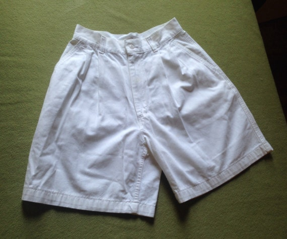 White Ready-made Cotton Duck Tailored Shorts, 26-i