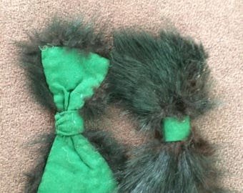 Fur trimmed green wool bows
