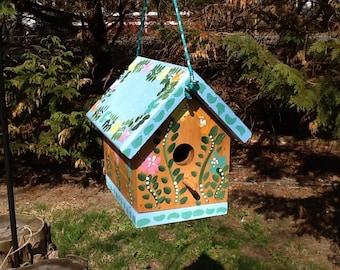Functional birdhouse