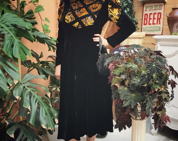 Vintage Black and Gold Velvet Midi Dress Size Medium