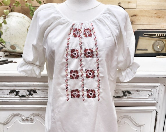 Vintage White Embroidered Top Size Large