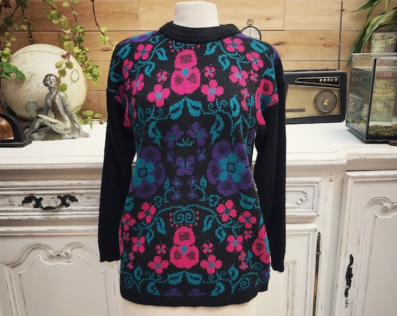 Vintage Colorful Sweater with Flowers Size Medium