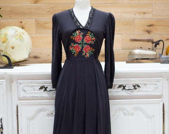 Vintage Long Embroidered Dress Size 38FR/Small