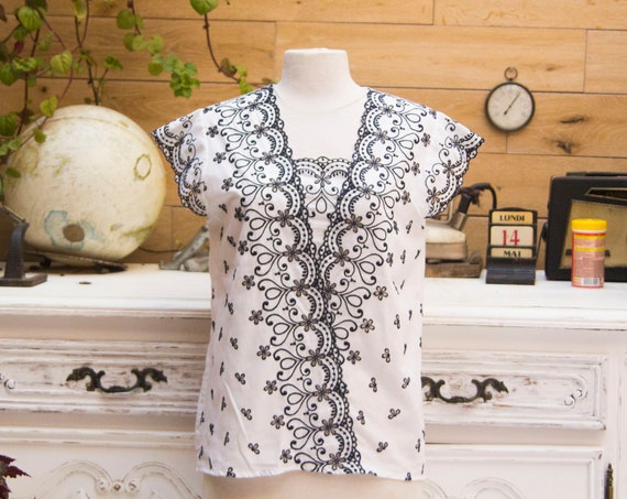 Vintage White Embroidered Top Size 42