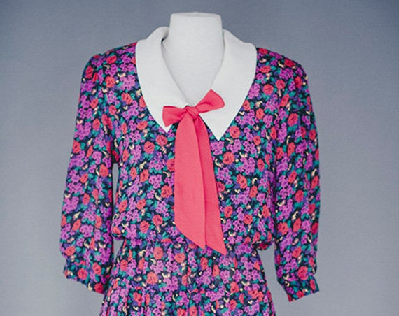 Vintage 1970's Flower Dress with Bow Size Medium