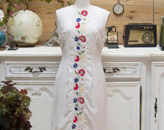 Vintage White Embroidered Sleeveless Dress Size Medium
