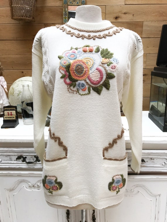Vintage Style Off-White Long Sweater with Flowers