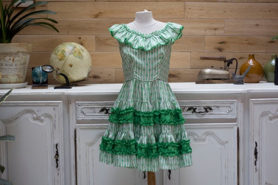 Vintage 1970s White/Green Flowers Fun Dress
