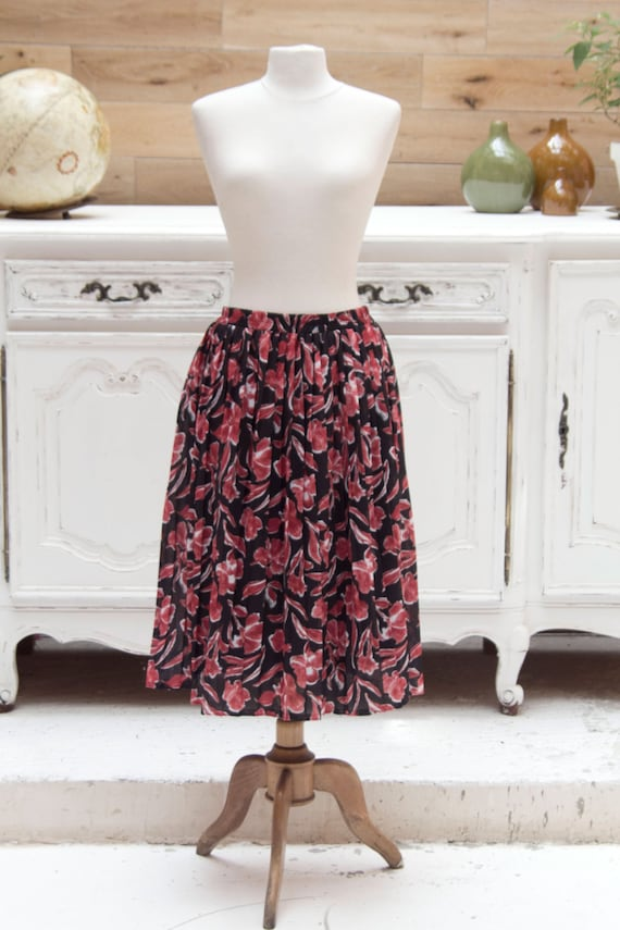 Vintage Pleated Red Flower pattern 1970's skirt