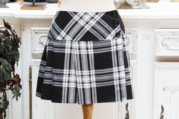 Vintage Short Tartan Black and White Skirt