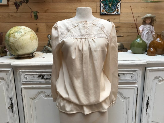 Romantic Off White Blouse Size Large