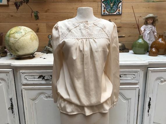 Romantic Off White Blouse Size Large