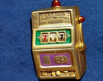 f6a27bc37f0 DANECRAFT Signed Slot Machine 777 WINNER Whimsical Gold Tone Brooch 2