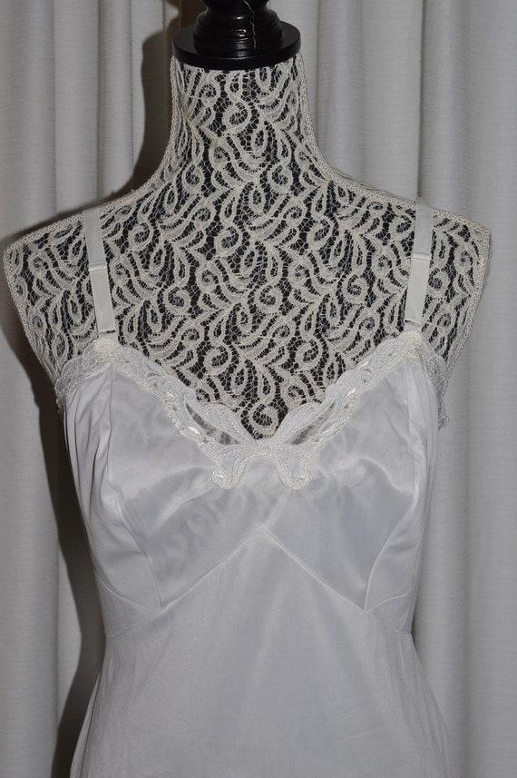 Vintage White Lingerie Underwear Slip 1970s - image 1