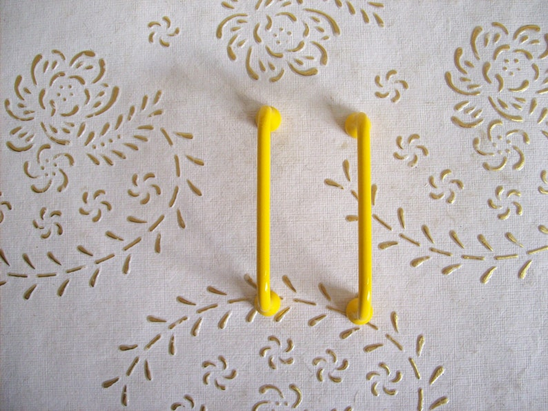 Italy Brass handles in high quality iron Yellow lacquered iron handle.length mm.72 height mm23 holes mm.64.art.542 polished Yellow handles
