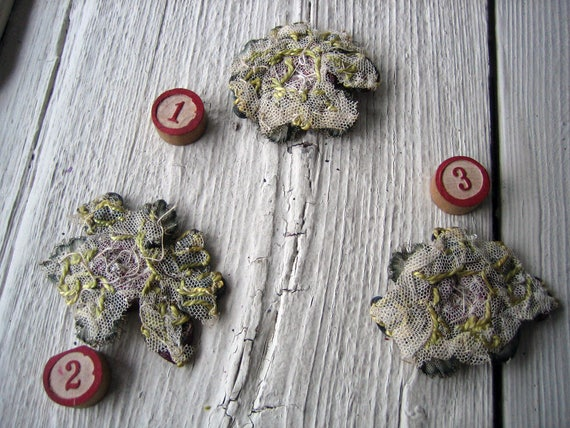 Un Antique métallisé Ribbonwork boîte fleur Applique (Ref: A-5351 boîte Ribbonwork 1) 517f7d