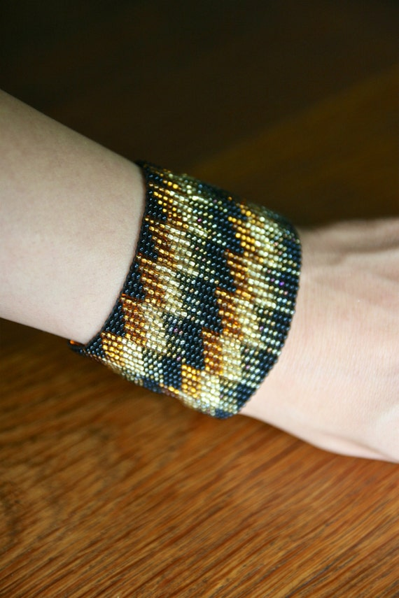 Vintage beaded black and gold bracelet handmade