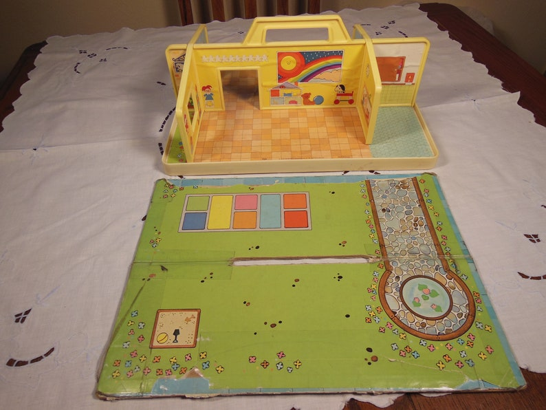 Vintage-Fisher Price-1978-79-Play Family Nursery School-Complete