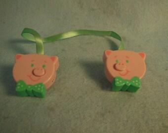 Vintage-1950-1960-Baby Blanket Fastners-Pink Pig Design