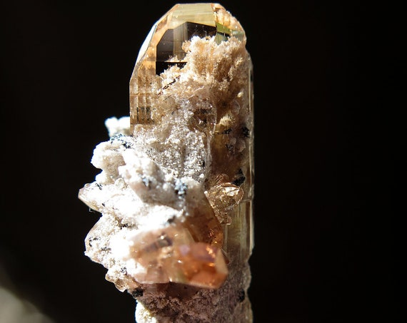 7.1 gram Natural gem Topaz floater from Thomas Range, Utah USA