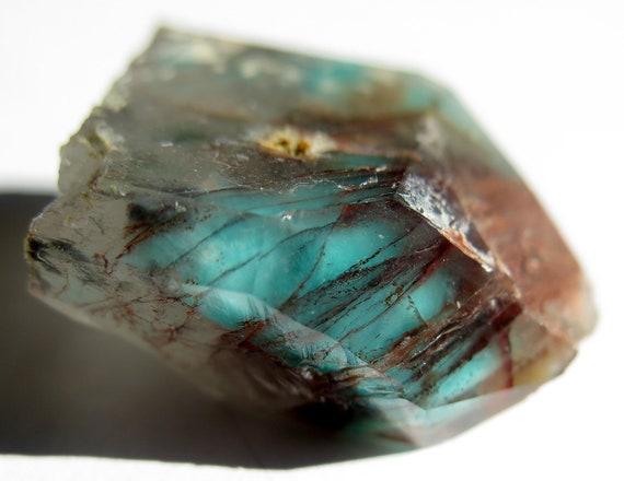 21.3 gram Intense shock blue Ajoite included quartz. Why buy a faint specimen? Here is a Razor Pocket with half intense blue