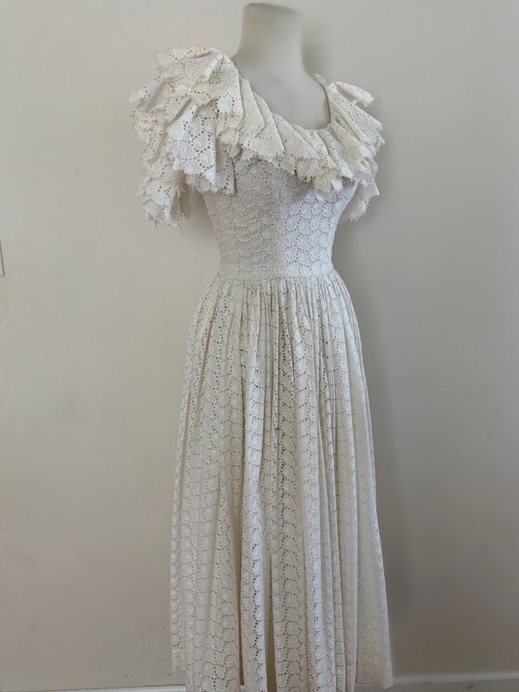 VIntage 1950s White Cotton Eyelet Dress / Vintage… - image 4