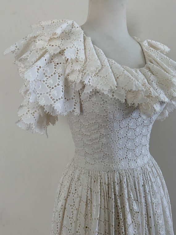 VIntage 1950s White Cotton Eyelet Dress / Vintage… - image 1