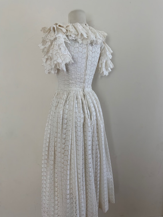 VIntage 1950s White Cotton Eyelet Dress / Vintage… - image 3