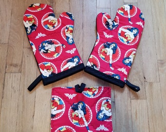 WOnder Woman Oven Mitts - Wonder Woman Kitchen - Wonder Woman Decor - Wonder Woman Housewarming and Wedding Gift