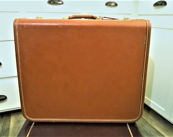 Vintage Suitcase With Keys, Large Taperlite Luggage