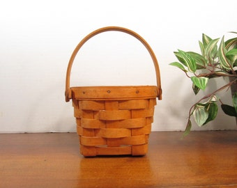 Round Longaberger Basket with Swing Handle 1995