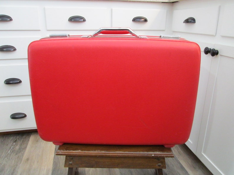 Vintage Suitcase Red American Tourister Luggage with Key image 0