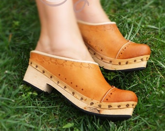 4a190e65494 Handmade Women s Vintage Leather Clogs