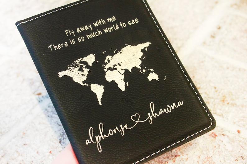 PERSONALISED Wifey Hubby Passport Holders Wedding Engagement Gift Present Idea Feste Besondere Anlasse