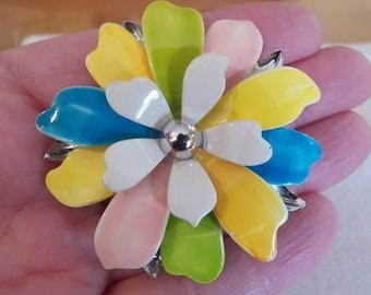 Beautiful Vtg 1967 SARAH COVENTRY Pastel Petals Spring Flower Enamel Brooch/Pin