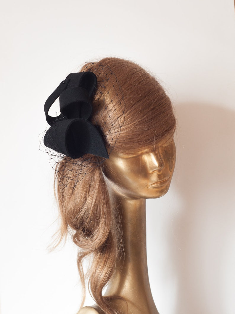 fe67299077b6e Unique Modern Black FELT FASCINATOR BRIDAL Fascinator .