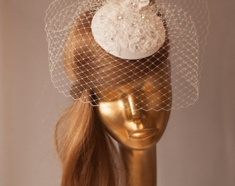 Bridal Ivory FASCINATOR with Birdcage Veil. Lace Fascinator Wedding Mini Hat with Veil