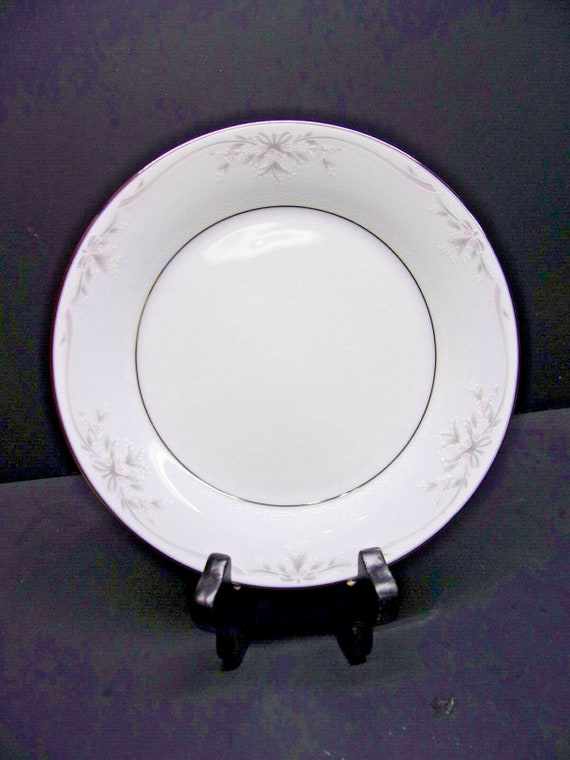 """Noritake Silk Ribbons pattern 10 1//2/"""" Plate"""